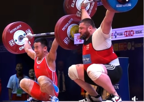 Comparaison de snatchs : David & Goliath ! 128 kg vs 220 kg