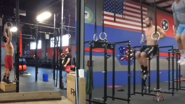 30 Strict vs Kipping Ring Muscle-up par Rich Froning !