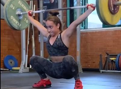 Snatch à 70 kg pour Celine Ludovica Delia, 15 ans et 45 kg de poids de corps !