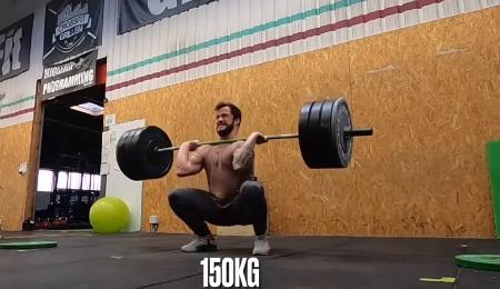 2 x 4 reps à 140kg + 2 x 3 reps à 150 kg en squat clean pour Willy Georges !