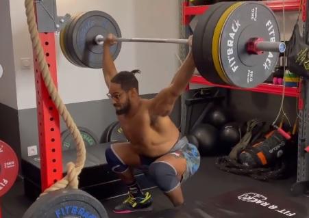 2 snatchs balance + 3 overhead squats à 130 kg pour Stéphane Ossanga