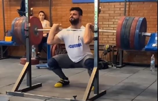 2 X 240 kg puis 2 X 250 kg en front squat pour Nino Pizzolato !