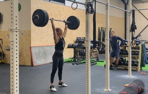 Carole Castellani bat 3 de ses records : push-press/front squat/bench press !